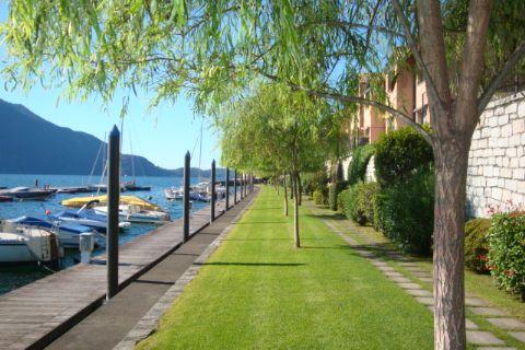 "Ghiffa, in ""Yachting Residence"" Wohnung  mit direktem Seezugang"