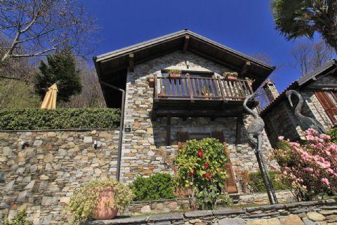 Typische Komplett Sanierte Stein Haus in Trarego Viggiona