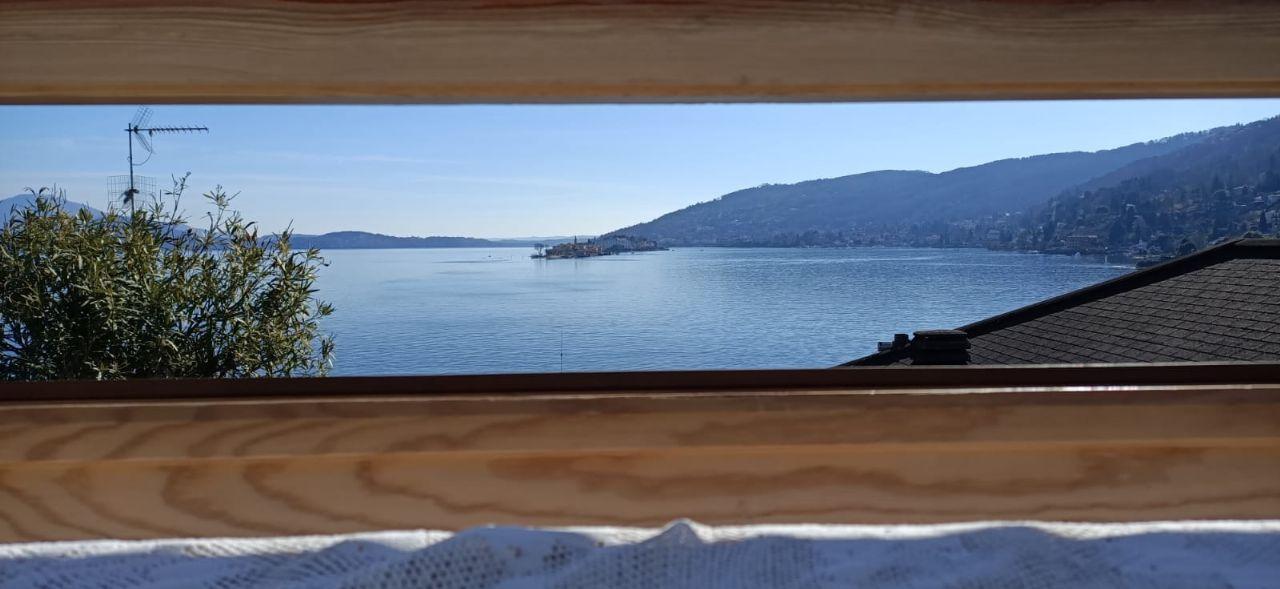 Nel centro di Baveno attico con terrazza vista lago