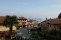 Feriolo caratterista frazione di Baveno, proponiamo trilocale con grande terrazza con parziale vista lago.