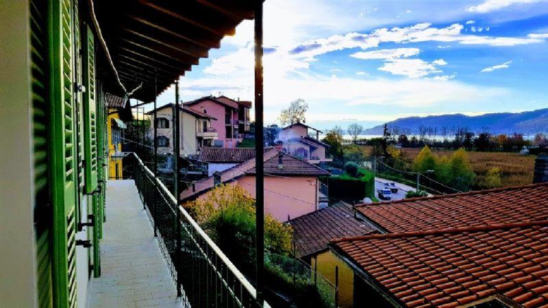 Fondotoce Verbania proponiamo appartamento trilocale completamente ristrutturato con vista lago.