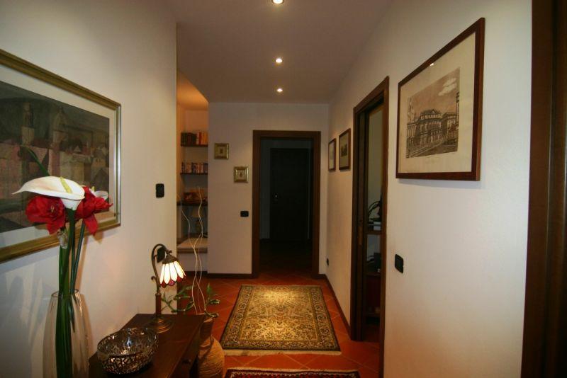 Ghiffa appartamento di quattro locali con balcone e garage for Costruttori di appartamenti garage