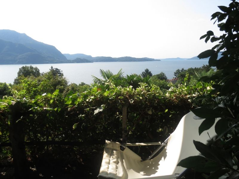 Appartamento con terrazzo e vista lago in residence