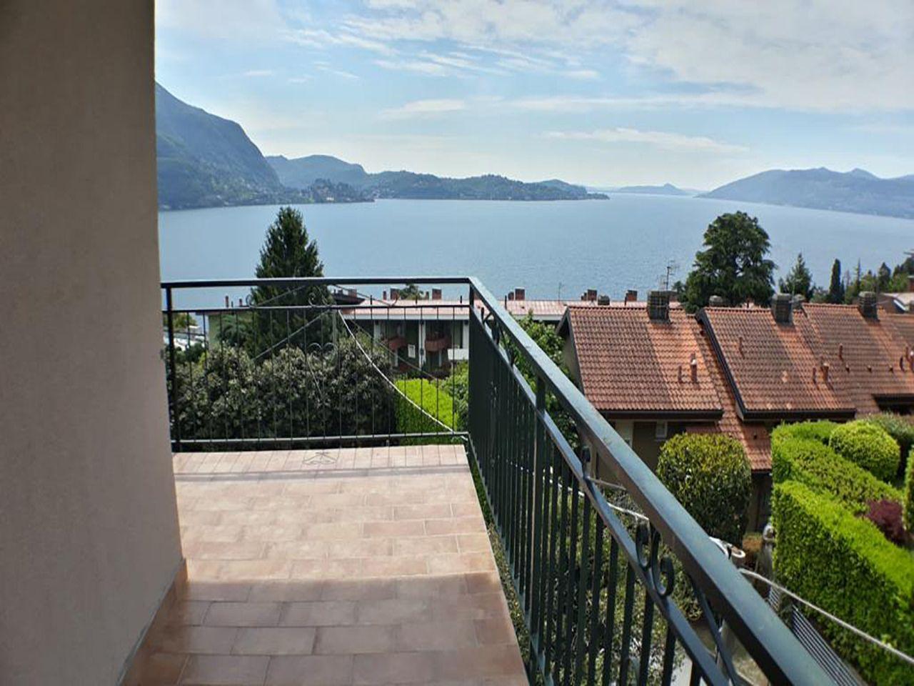 Appartamento trilocale vista lago in vendita a Ghiffa