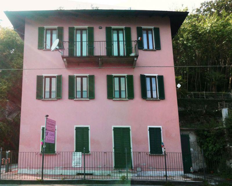 Oggebbio appartamento in palazzina fronte lago giardino e - Giardino interno appartamento ...