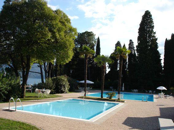 Appartamento in residence con piscina e vista lago