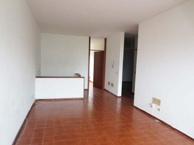 Verbani pallanza appartamento di tre locali con garage for Costruttori di appartamenti garage