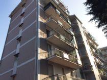 Verbania Pallanza appartamento molto luminoso con balconi e garage
