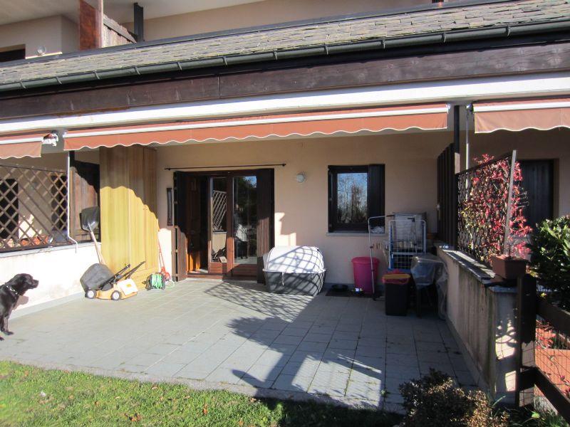 Premeno pian di sole appartamento con giardino e garage for Garage in metallo con appartamento