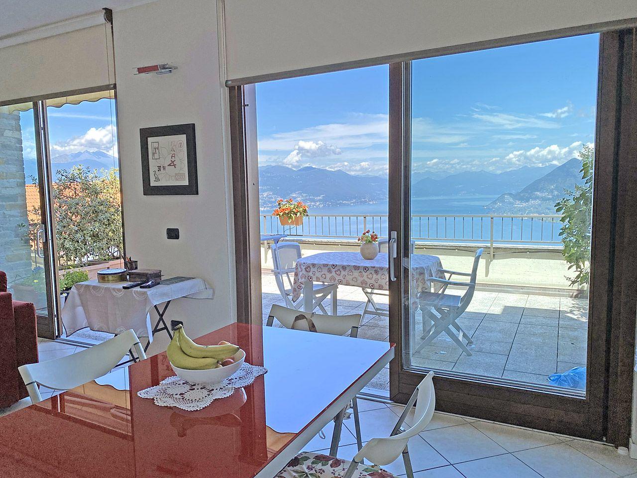 Collina di Stresa, ampio appartamento monolocale con terrazza vista lago.