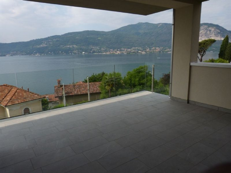 Appartamento moderno con stupenda vista lago
