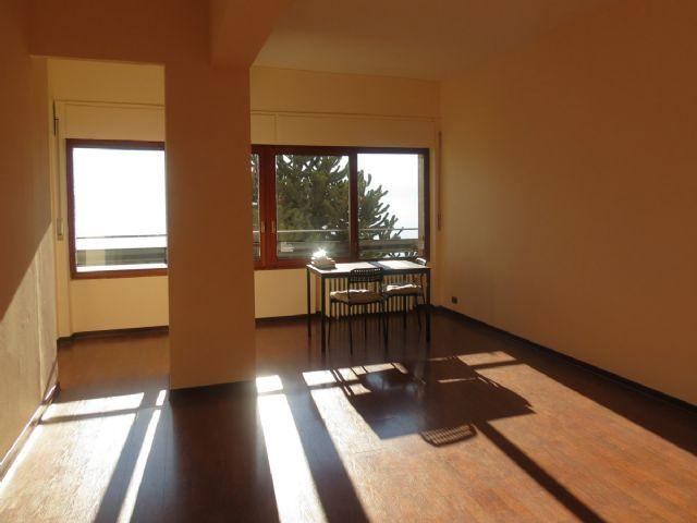 Appartamento trilocale in condominio vista lago