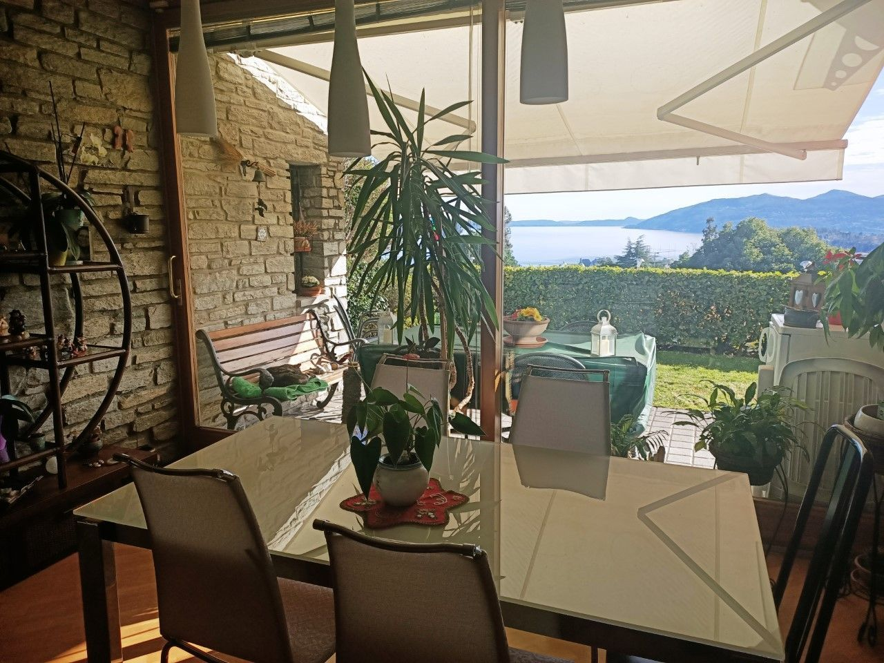 Zoverallo appartamento vista lago con giardino