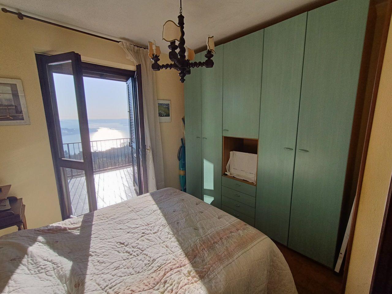 Villetta indipendente vista lago e giardino