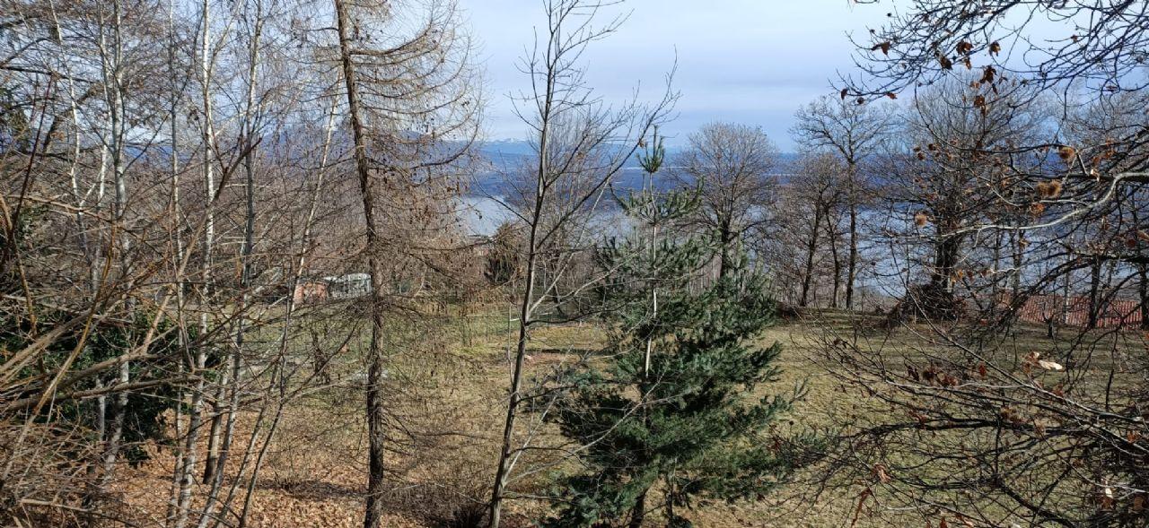 Massino Visconti bella proprietà con grande parco e vista lago