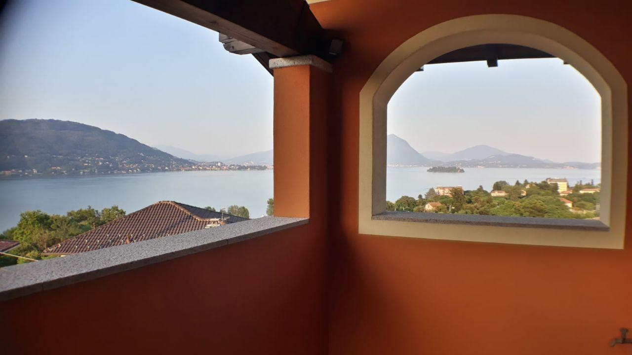 Vendesi casa con giardino a Baveno vista lago