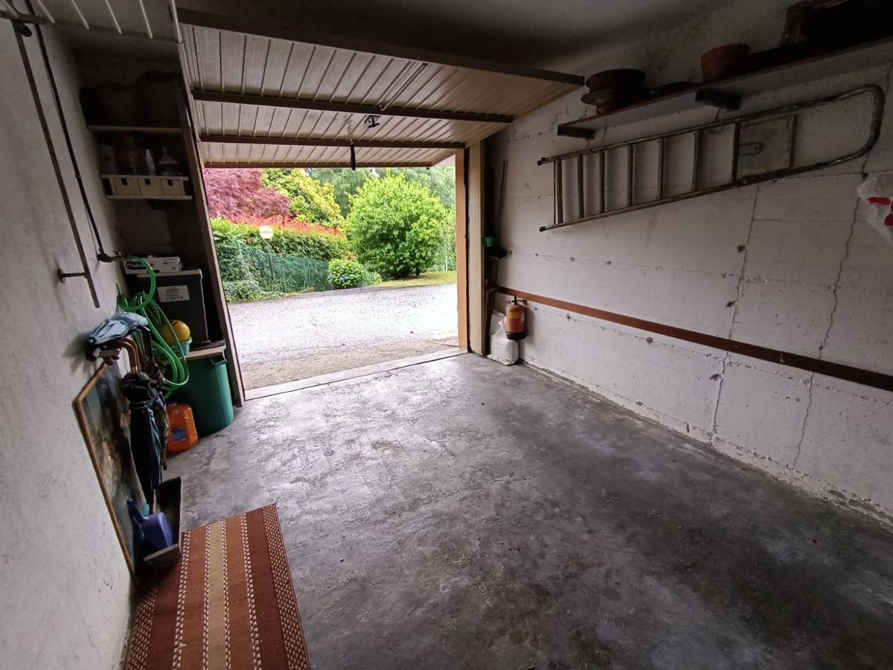 Bieno villetta quadrilocale semi indipendente con giardino e garage