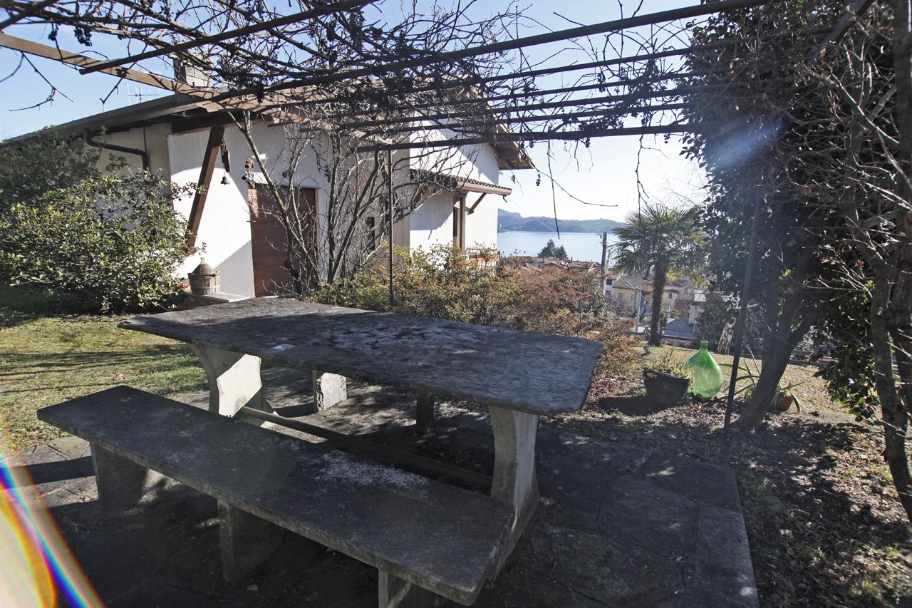 Casa indipendente vista lago con giardino