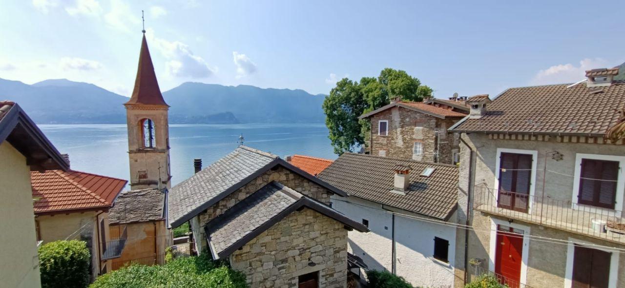 Oggebbio Tipica casa di paese vista lago parzialmente ristrutturata