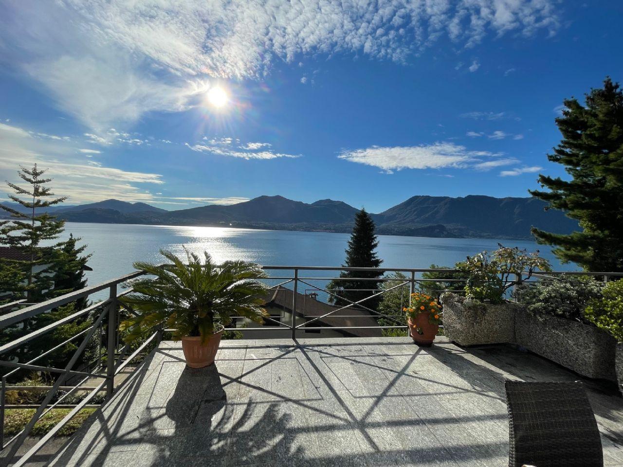 Oggebbio casa con terrazzo e panoramica vista lago