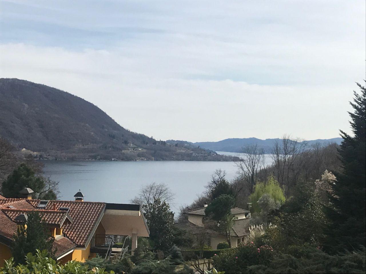 Villetta con giardino e vista lago Omegna