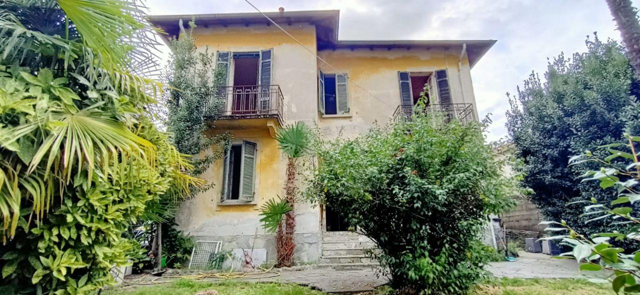Pallanza casa indipendente con giardino divisa in due appartamenti