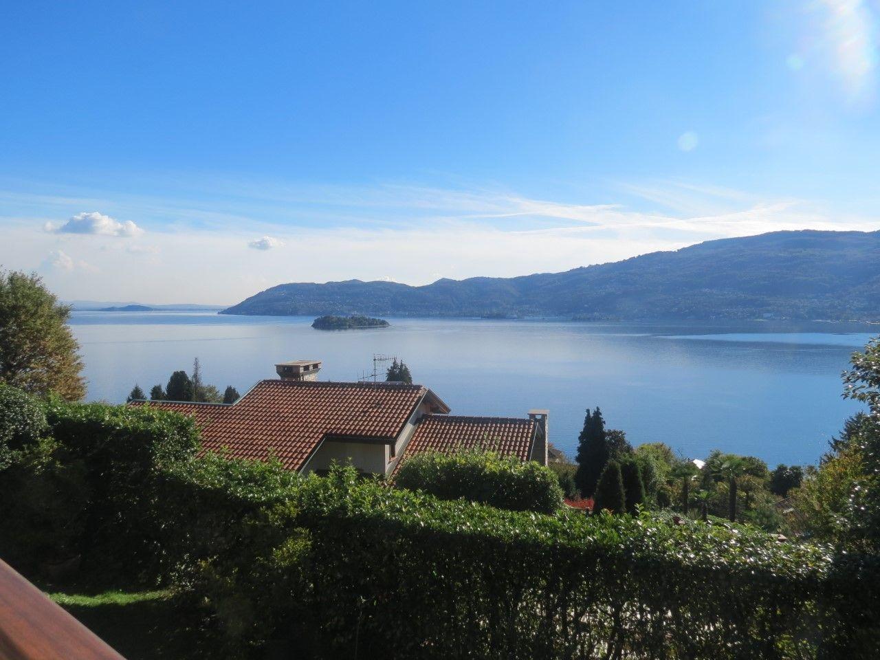 Verbania Suna casa indipendente vista lago giardino e garage