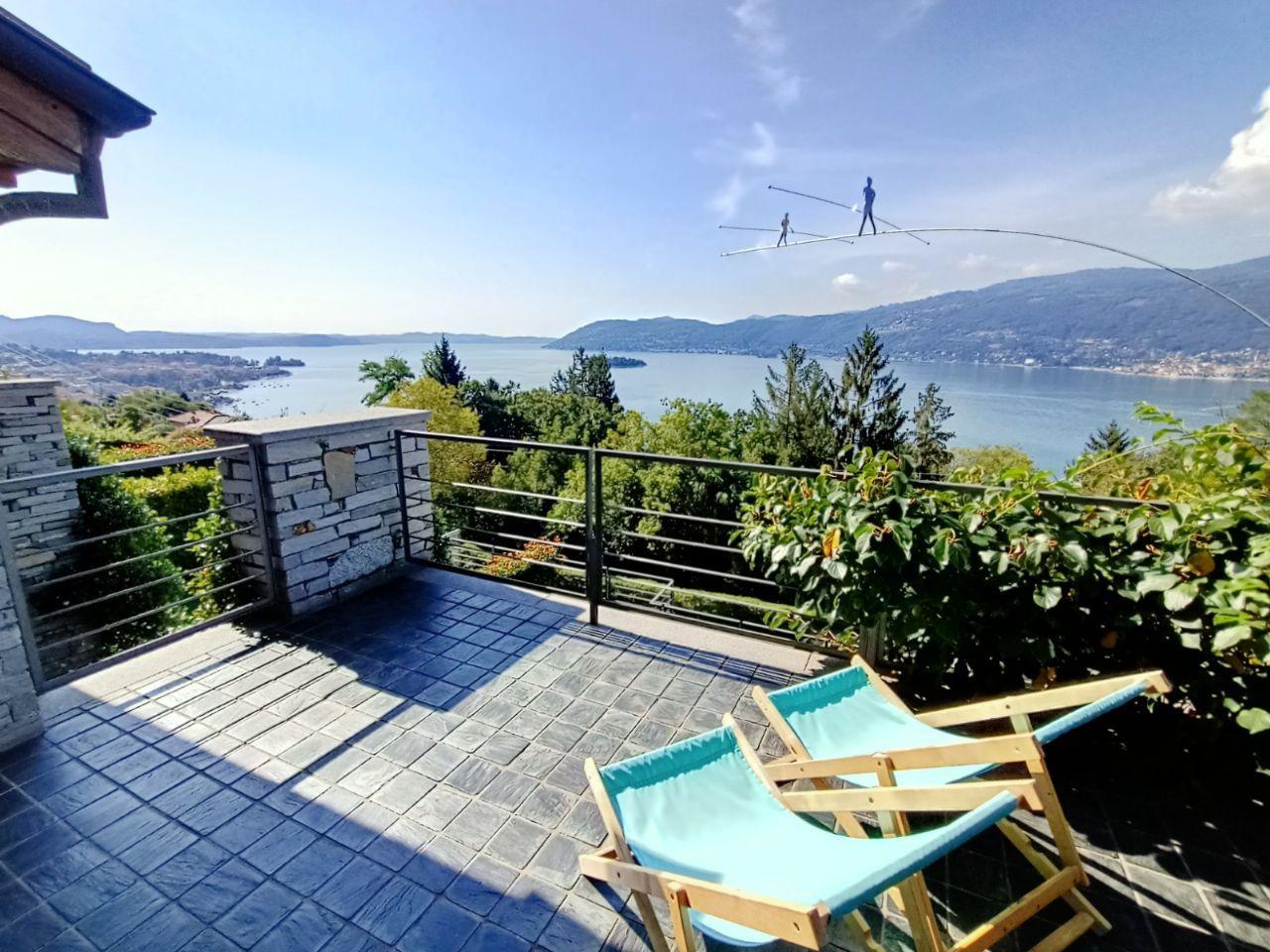 Casa indipendente a Suna con vista lago