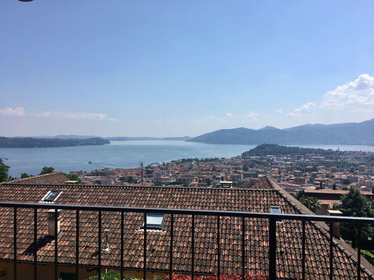 Villetta di testa a Zoverallo vista lago