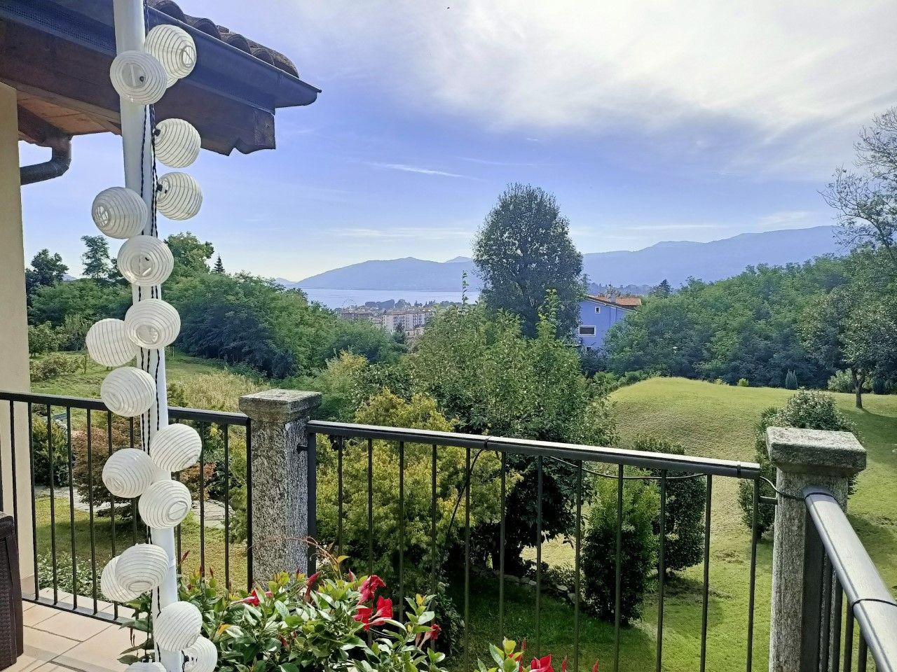 Casa vista lago a Zoverallo con giardino