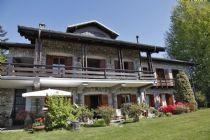 Villa in Arizzano con bella vista lago e ampio giardino