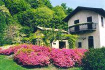 Arona casa padronale con bella vista lago e ampio giardino.