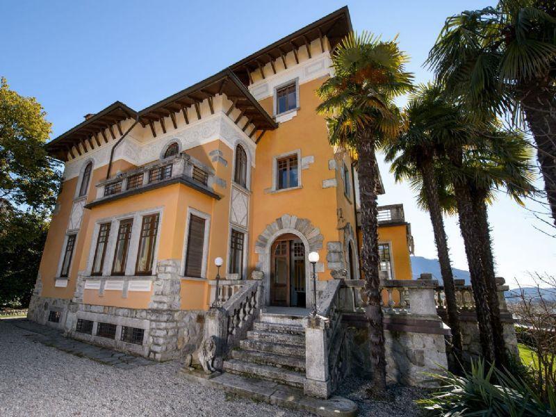 Villa Epoca con piscina e giardino a Verbania
