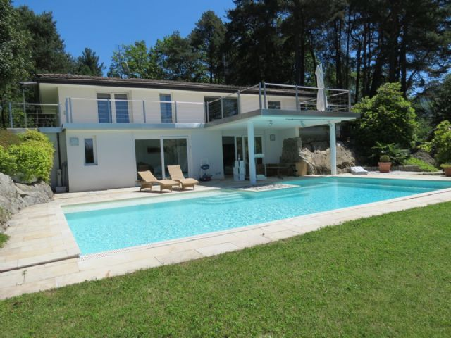 Lago maggiore a luino villa moderna con piscina - Ville in vendita con piscina ...