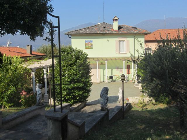 Villa epoca a Porto Valtravaglia vista lago