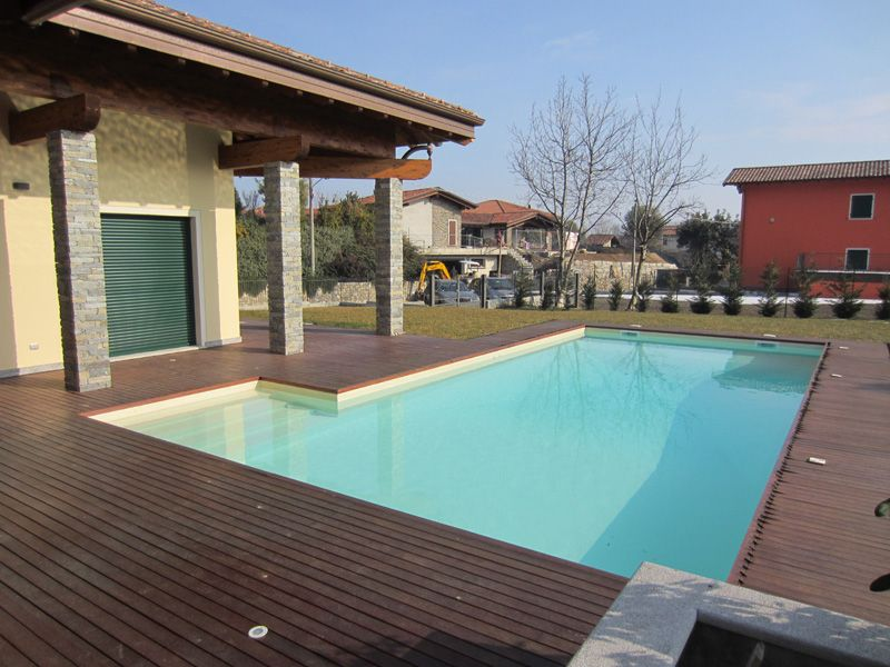 Lago maggiore a lesa villa di nuova costruzione con giardino e piscina - Ville con piscina in vendita ...