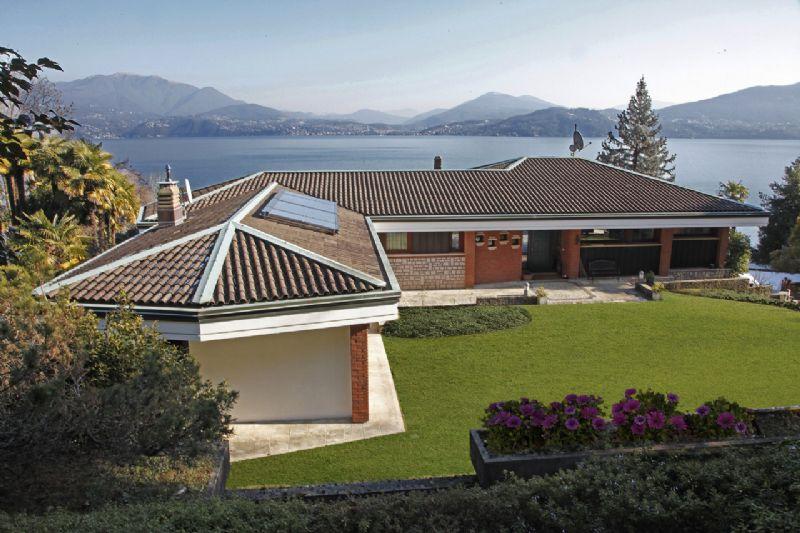 Oggebbio villa perfettamente ristrutturata con piscina coperta e rimessaggio barca - Ville in vendita con piscina ...