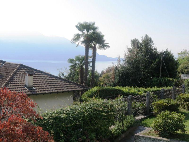 Villa indipendente con giardino piscina e bella vista lago