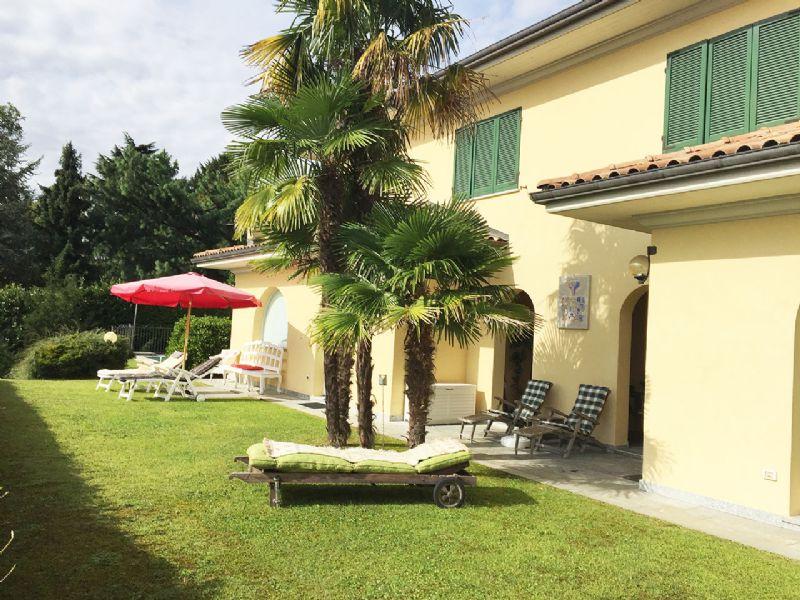 Villa bifamiliare con piscina Oggebbio