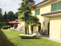 Villa bifamiliare con piscina privata e giardino ad Oggebbio