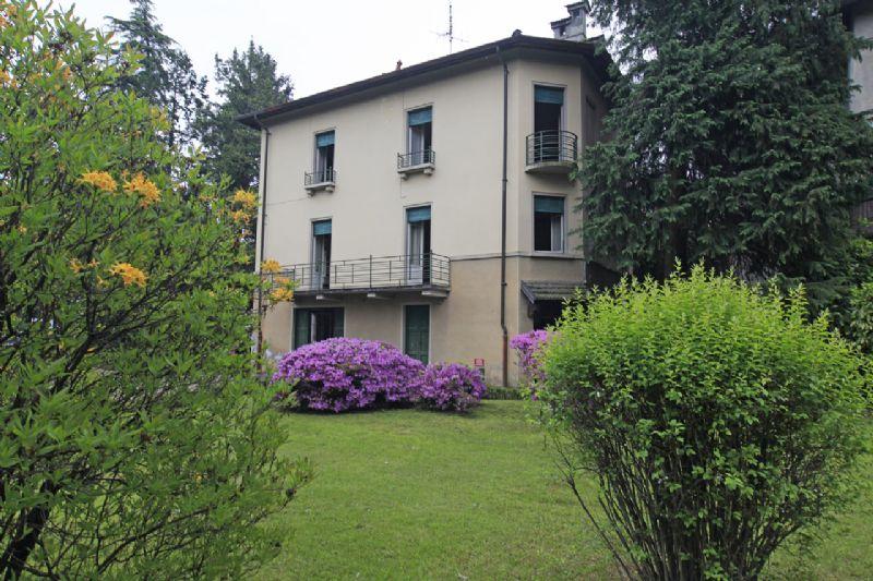 Villa con giardino da ristrutturare