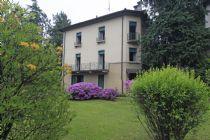 Grande Villa d' epoca con giardino a Carciano di Stresa