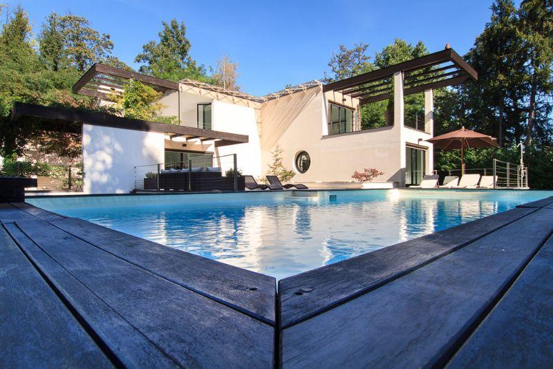Villa moderna a vignone con giardino e piscina - Villa moderna con piscina ...
