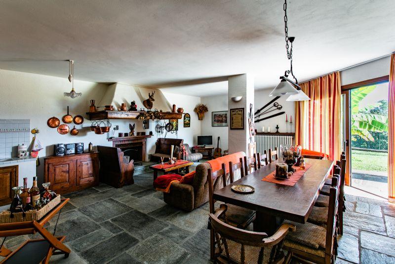 Villa indipendente vista lago a Zoverallo