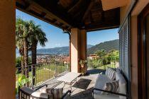 Verbania Zoverallo villa con ampio giardino e vista lago