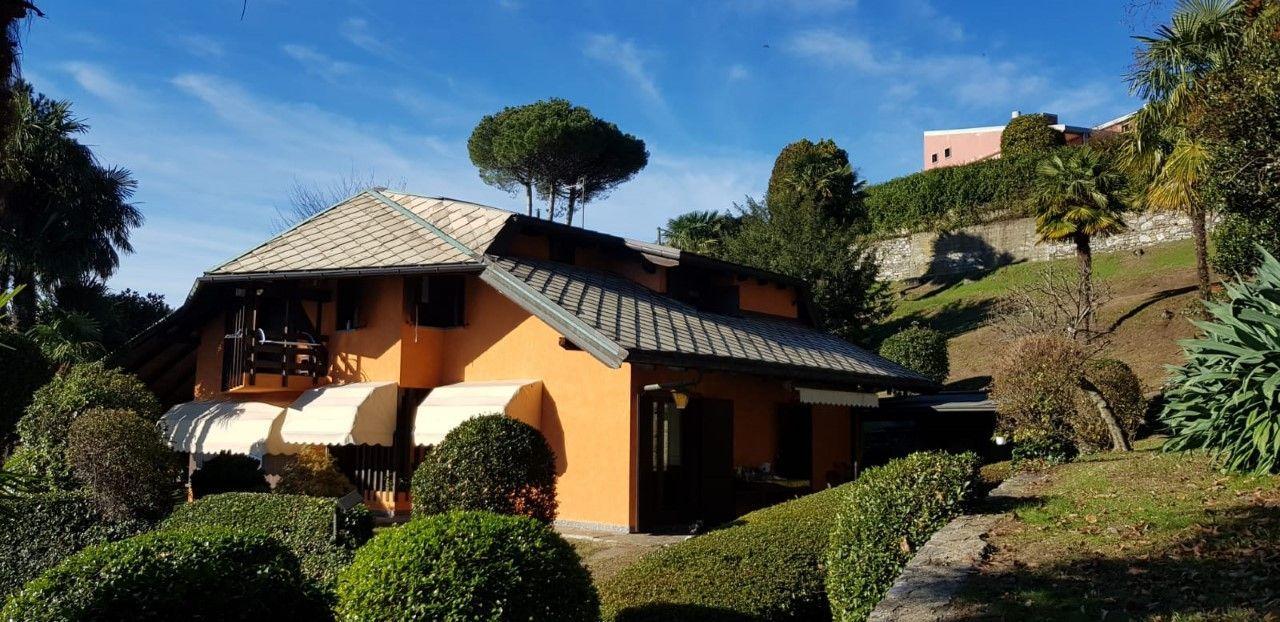 Ghiffa villa con giardino e vista lago in vendita