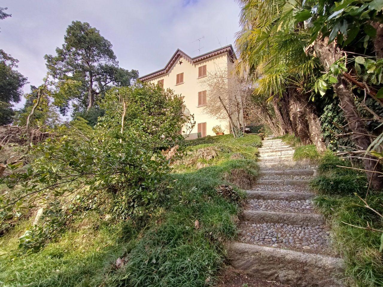 Ghiffa villa d'epoca con bella vista lago e parco secolare