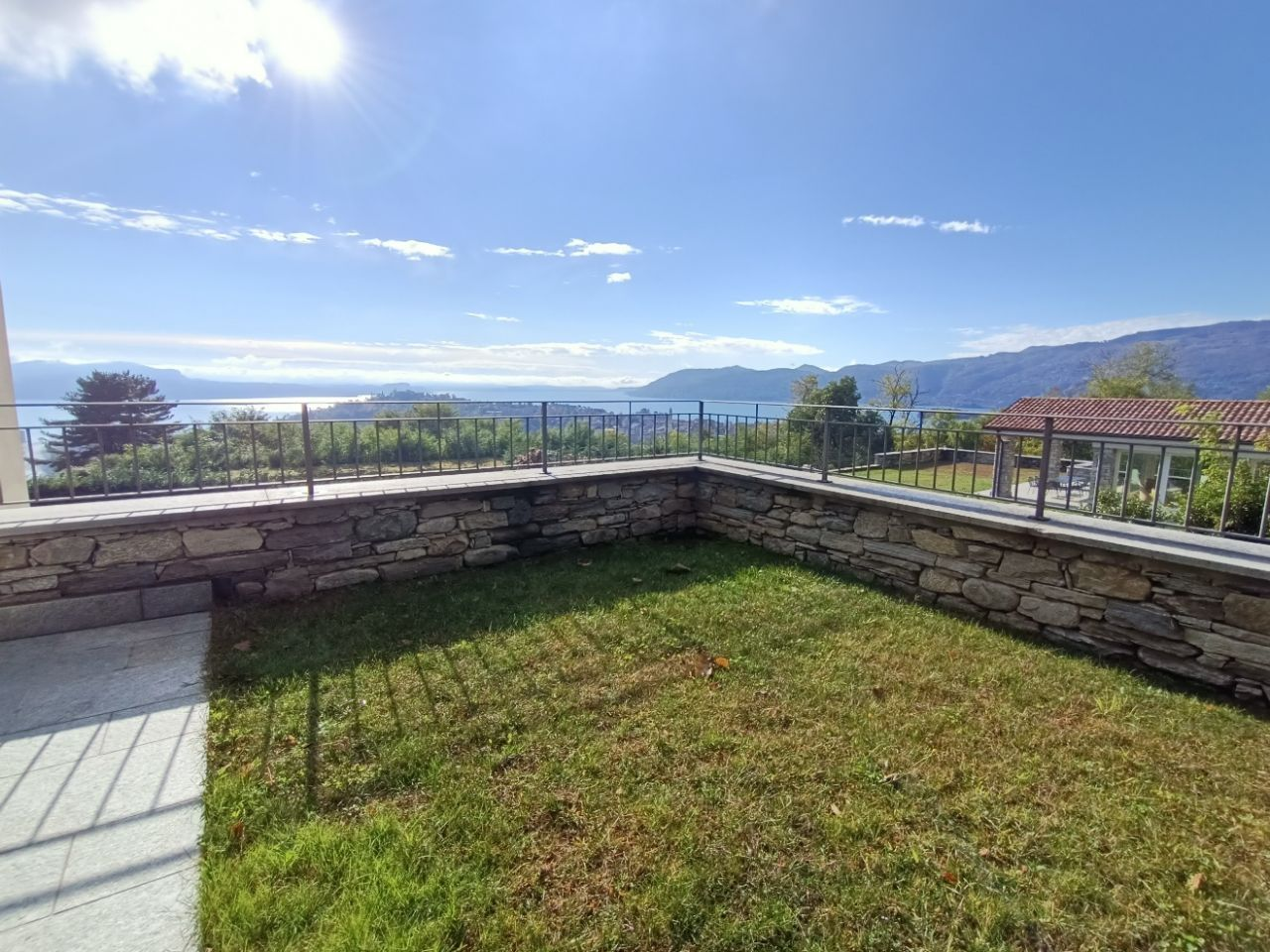 Villa nuova con piscina e vista lago a Pallanza