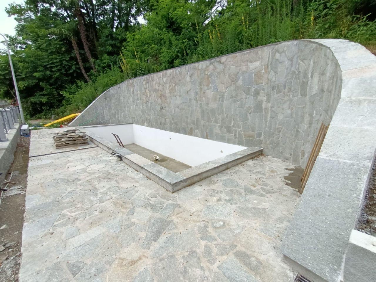 Suna proponiamo villa nuova Ristrutturazione vista lago  rifiniture di pregio
