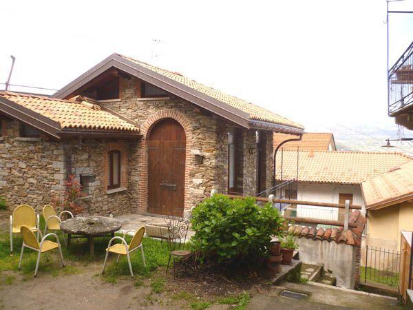 Stresa altura casa in pietra com giardino e parziale vista - Immagini di villette con giardino ...